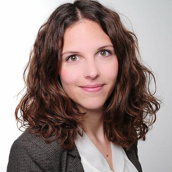 Simone Angster